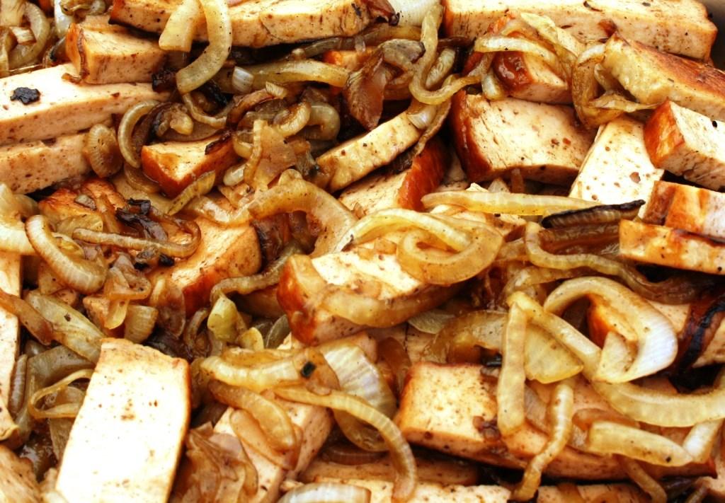 Leberkäse mit Zwiebeln - dazu leckere Senfe von uns