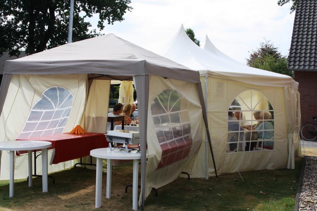 """Das Unwetter hatte das Zelt """"schrumpfen"""" lassen"""