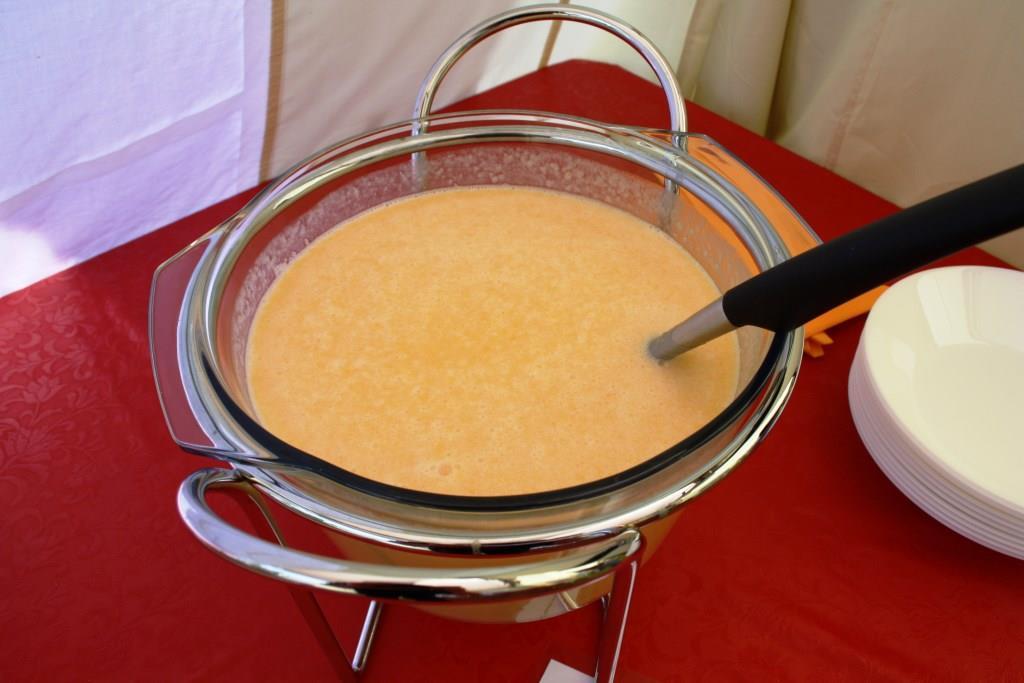 erfrischende Pfirsich-Kaltschale