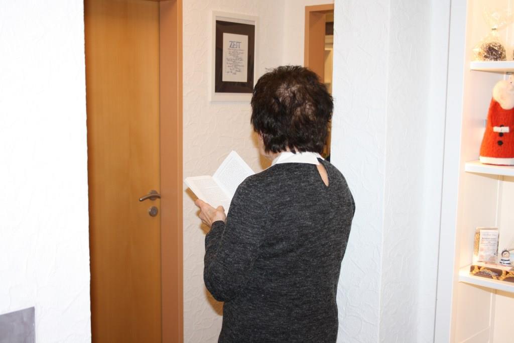 """Ingeborg Knaak liest zwischen den Jahren """"zwischen zwei Zimmern""""! Danke Ingeborg!"""