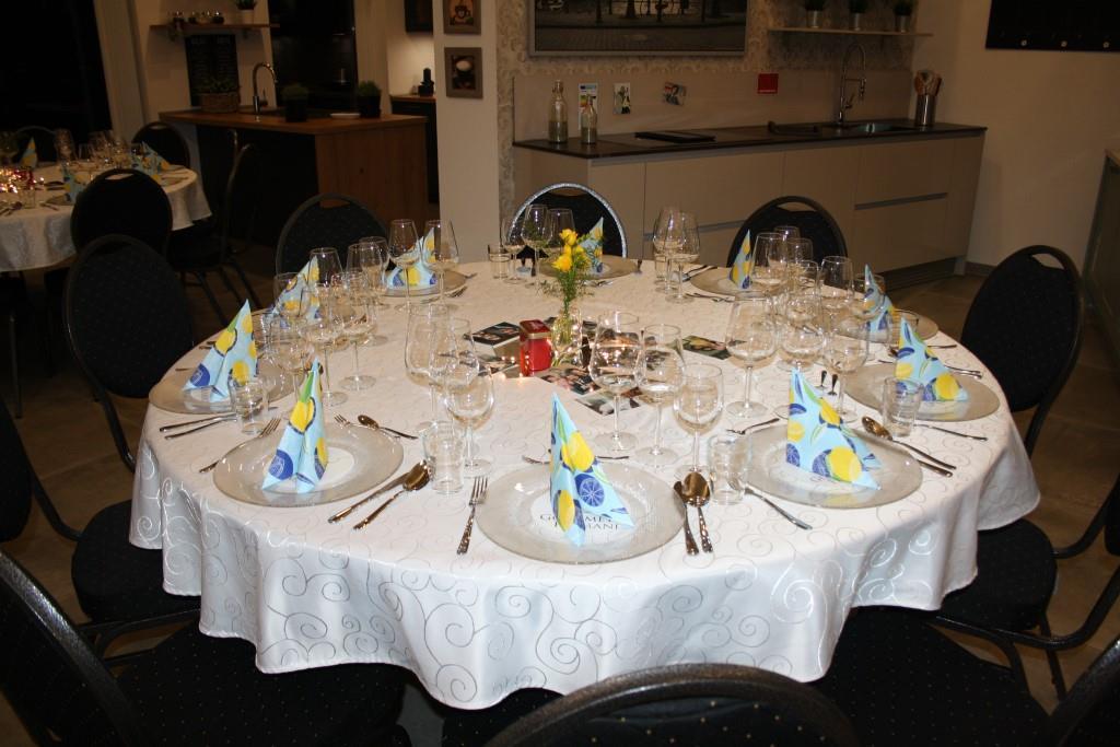 Die Tische warten auf die Gäste