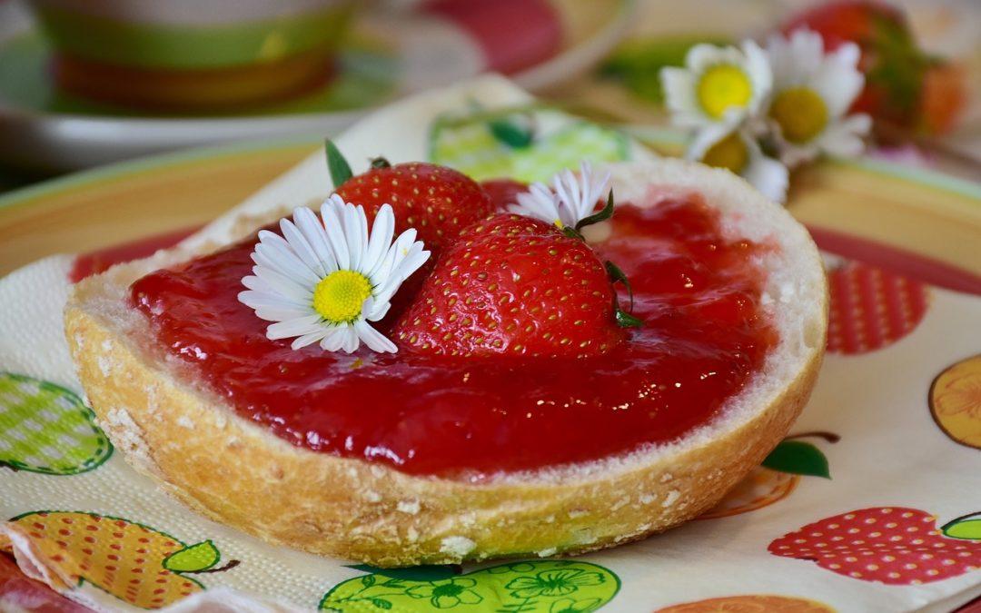 Seidensanfter Erdbeer-Prosecco-Aufstrich mit Minze