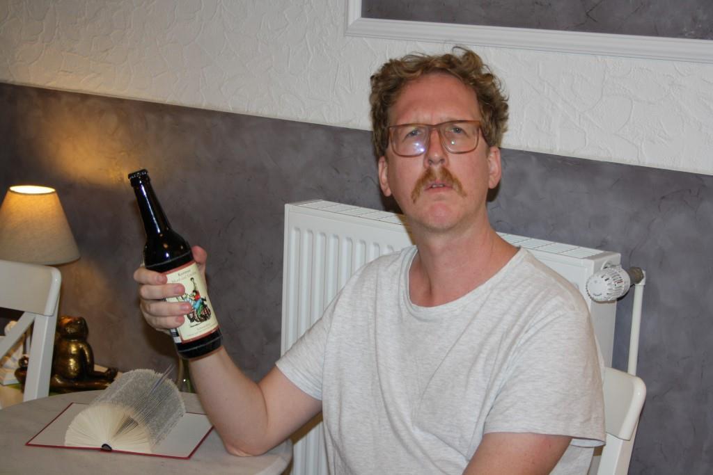 """Überraschungsgast Uke Bosse und seine Flasche """"Mord und Totschlag"""""""