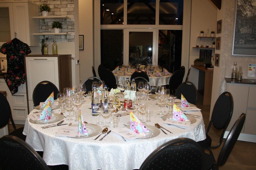 Die gedeckten Tischse warten auf die Gäste