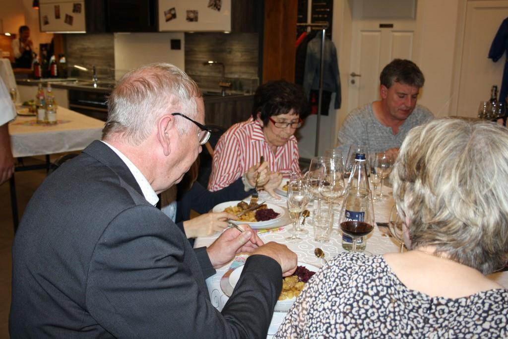 Unsere Gäste genießen das typisch deutsche Hauptgericht