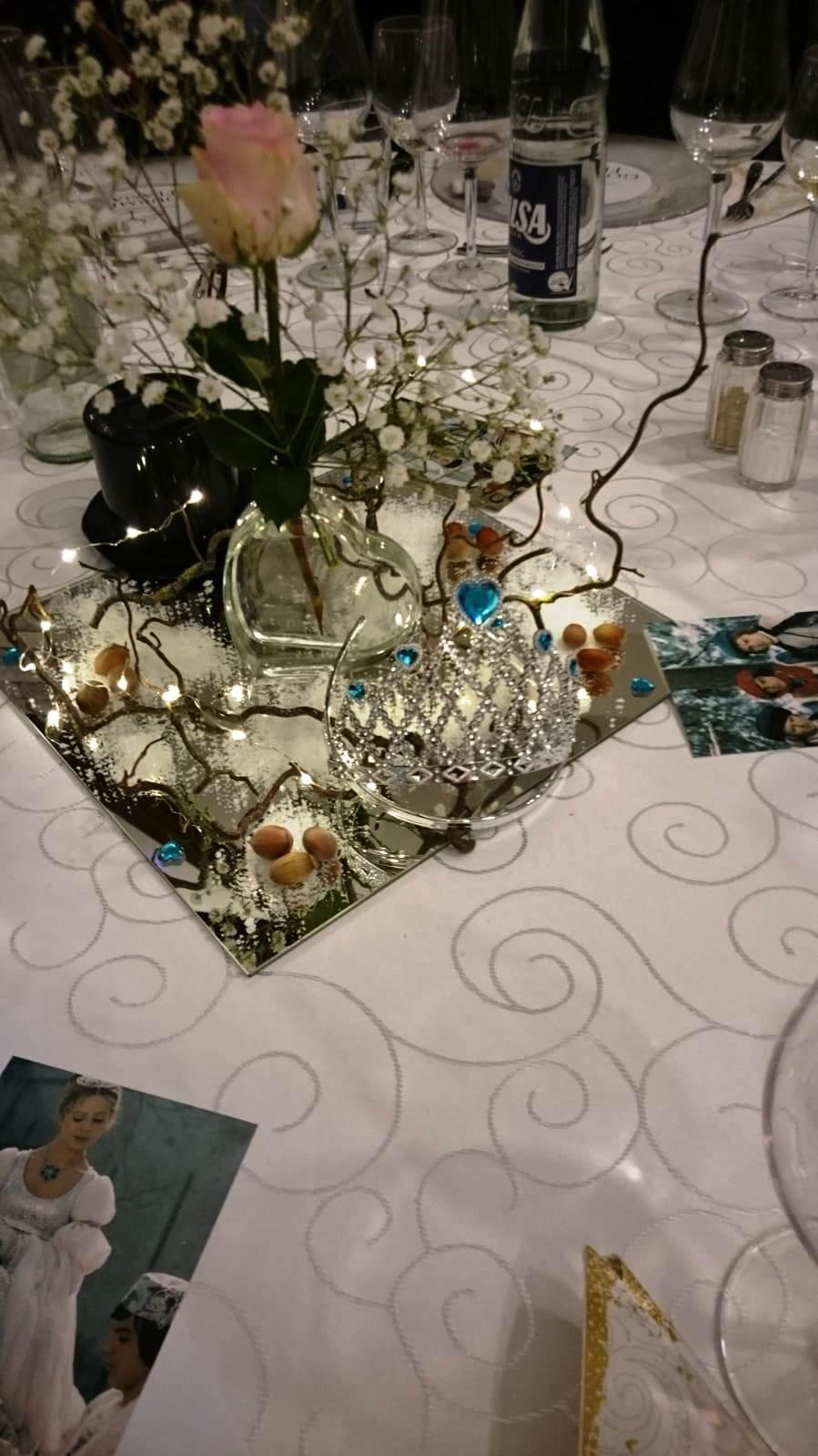 Tischdeko mit Aschenbrödels Krone