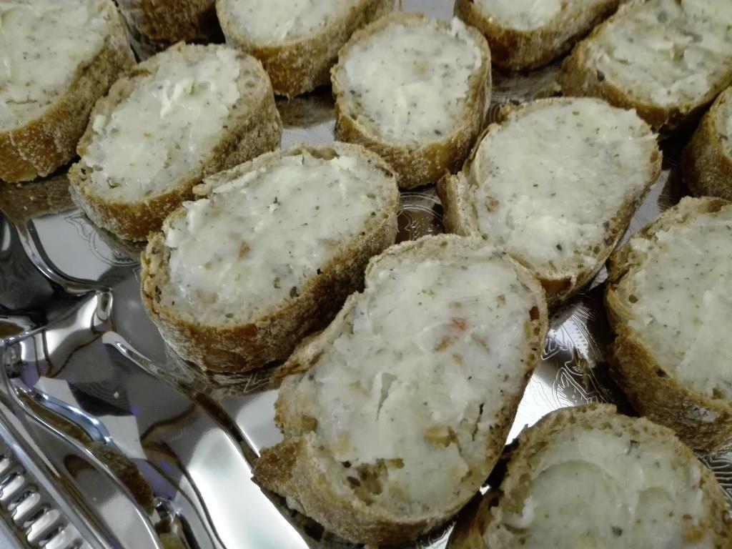 Gänseschmalz-Brote für den ersten Hunger