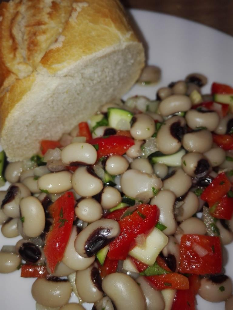 Schwarzaugenbohnen-Salat
