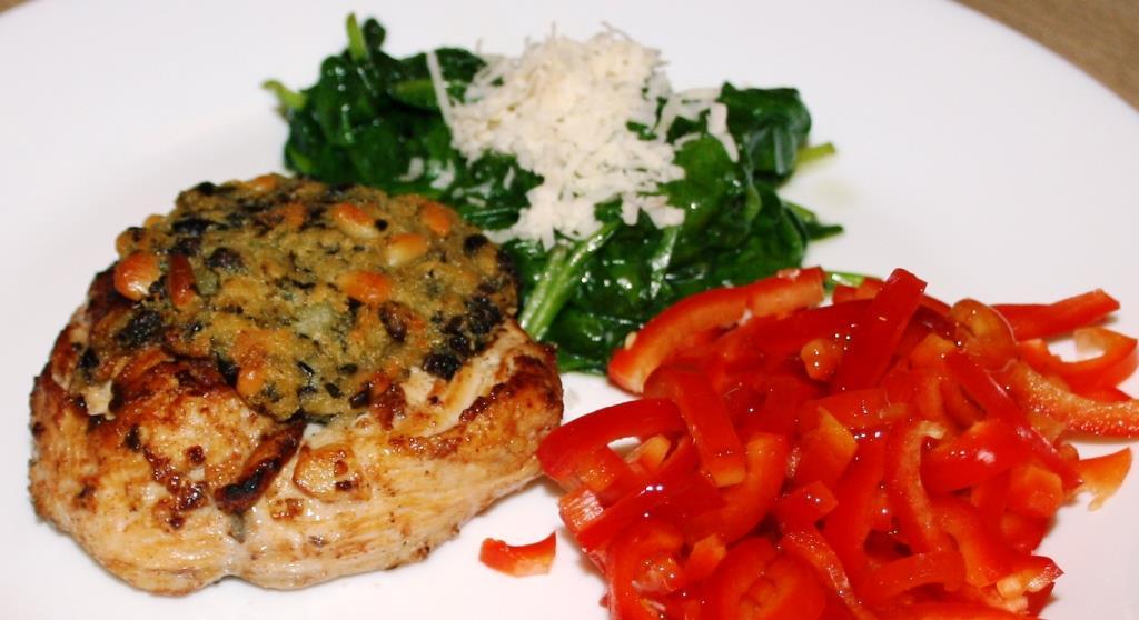 Das Hauptgericht: Hähnchenbrustfilet mit Knoblauch-Spinat